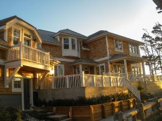 Beach Bluff w-Carriage House - OCEANFRONT - Southern Washington Coast vacation rentals
