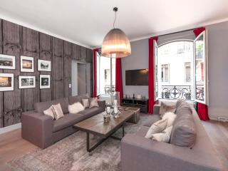 Chic, modern two-bedroom in the 8th - 8th Arrondissement Élysée vacation rentals