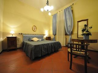 Il magnifico, Florence apartment with terrace - Florence vacation rentals
