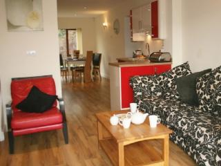 MARINA COTTAGE, 3 bedroomed, Carnforth, Lancashire Cumbria Border - Carnforth vacation rentals