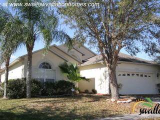 Four bedroom and a pool close to attractions - Kissimmee vacation rentals
