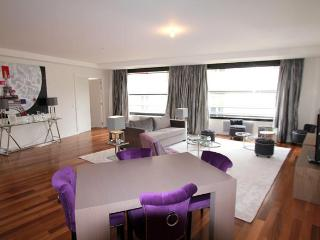 Modern 1BR with A/C, Elevator near Champs Elysees - Paris vacation rentals