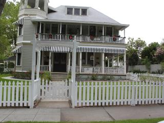 Historical Queen Ann Victorian for Antique Lovers - Pasadena vacation rentals