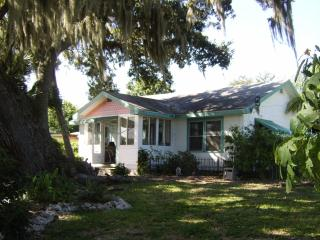 Lakeside Cottage - Hot Tub, Game Room (sleeps 7-9) - Bradenton vacation rentals