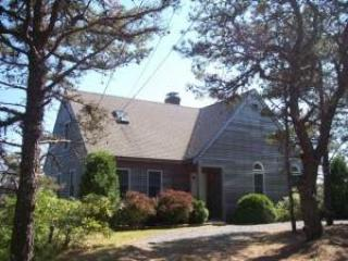 4 BD  - .8 mi to bay beach! - WGOLD - Image 1 - Wellfleet - rentals