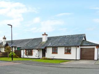 Y BEUDY detached bungalow, enclosed garden, pet-friendly, beach and forest close by, in Newborough, Ref 18613 - Island of Anglesey vacation rentals