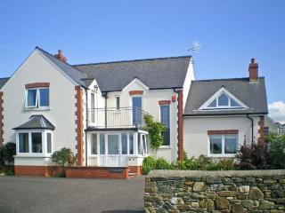 TY GWENNOL, conservatory, walks, garden, close shops and coast, Dinas Cross Ref 19664 - Dinas Cross vacation rentals