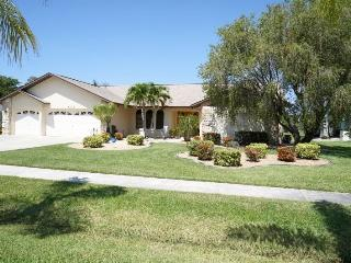 Villa Formosa - Cape Coral 3b/2ba home with electric heated pool & spa, HSW Internet, - North Fort Myers vacation rentals