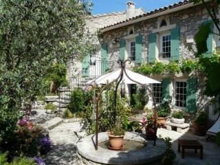 TYPICAL PROVENCAL FARM - Near EYGALIERES - Robion vacation rentals