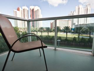 1 BEDROOM WITH POOL & PARKING - STEPS TO BEACH ! - Sunny Isles Beach vacation rentals