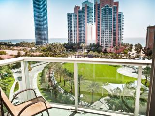 LUXURY ONE BEDROOM OCEAN VIEW ! BEAUTIFUL AREA ! - Sunny Isles Beach vacation rentals