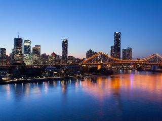 Right on Brisbane River Luxury 1 Bedroom unit - New Farm vacation rentals