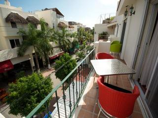 BUEN AIRE - 1 bedroom condo with 5th Avenue views - Playa del Carmen vacation rentals