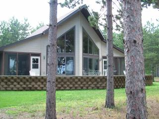 Pine Haven on the Lake, Castle Rock, near WI Dells - Necedah vacation rentals