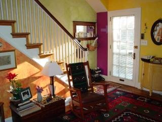Spacious 3bdrm near JHU, in quiet neighborhood, sleeps 5+ - Baltimore vacation rentals