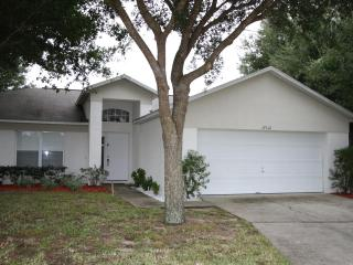 4 Bedrooms and lovely pool close to attractions. - Clermont vacation rentals