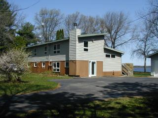 Shorewest Cottage on Castle Rock Lake, near Dells - Necedah vacation rentals