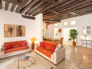 Silent 2BR/2BTH in Saint Germain des Près - Paris vacation rentals