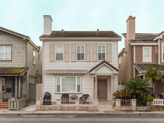 Large 2 Story Single Family Home! 1 House from Beach! (68272) - Newport Beach vacation rentals