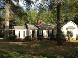 Charming Ranch in the Heart of Charlotte, NC - Charlotte vacation rentals