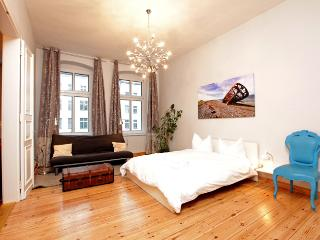 Berlin Mitten Drin - luxury 5-room apartment - Barcelona vacation rentals