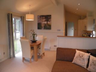HOLICOMBE LODGE, Hillside Park, Pooley Bridge, Nr Ullswater - Ullswater vacation rentals