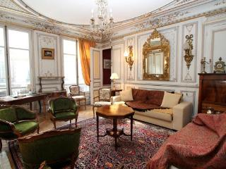 Ornate 5-bedroom in 8th arrondissement, sleeps 12 - Paris vacation rentals