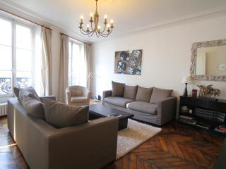 Roomy 3BR Duplex near the Louvre - Paris vacation rentals