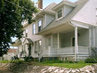 Spacious lodging 25 mins. from the St. Louis Arch - Alton vacation rentals