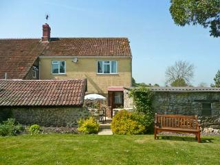 SOCKETY FARM COTTAGE, on a working farm, with enclosed courtyard and garden, walks nearby, near Crewkerne, Ref 20952 - Crewkerne vacation rentals