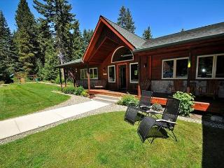 Aspen Lodge!  Newer Cabin on 5 Acres! 4BR / 3.5BA, Sleeps 16, Hot Tub! - Cle Elum vacation rentals
