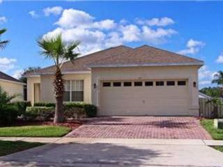 4 BED 2 BATH HOME WITH PRIVATE POOL - BACKS TO GOLF COURSE - SLEEPS 10 - Davenport vacation rentals