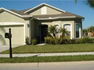 4 BED 3 BATH HOME WITH PRIVATE POOL AND SPA WITH BILLIARDS ROOM - SLEEPS 10 - Davenport vacation rentals