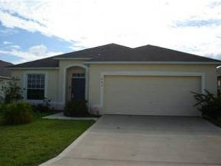 3 BED 2 BATH POOL HOME - BACKS TO CONSERVATION - SLEEPS 8 - Davenport vacation rentals