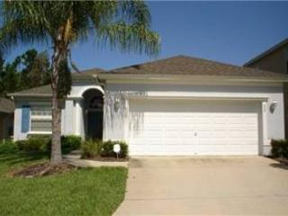 4 BED 3 BATH POOL HOME IN RESORT COMMUNITY -2 MASTERS -BACKS TO CONSERVATION - Davenport vacation rentals