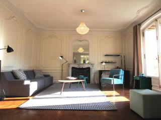 Louvre Luxury: 3 bedrooms and terrace, 1450 sq.ft - Paris vacation rentals