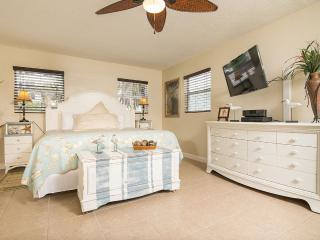 GulfSideSuite at 30 seconds Walk to the Beach. WOW! - Clearwater Beach vacation rentals