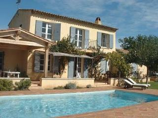 Fabulous 4 bed villa with pool & views of castle. - Grimaud vacation rentals