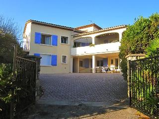 Amazing 6 bed Villa in Ste Maxime with pool. - Saint-Maxime vacation rentals