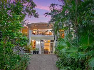 Tranquila in the Heart of Palm Cove - Palm Cove vacation rentals