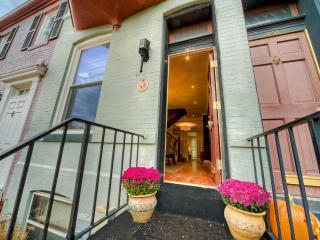 Prime Capitol Hill Location 2 Blocks to Us Capitol - District of Columbia vacation rentals