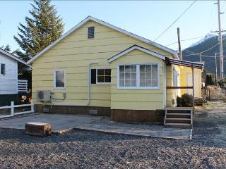 Little Yellow House - Alaska vacation rentals