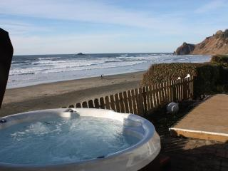 Shoreline Chateau - Oceanfront  w/ Hot Tub - Lincoln City vacation rentals