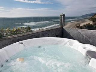 Pirates Lookout --Oceanfront with Hot tub! - Lincoln City vacation rentals