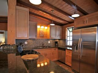Lake Arrowhead Swiss Chalet - 5 bedroom / 3 bath - Lake Arrowhead vacation rentals