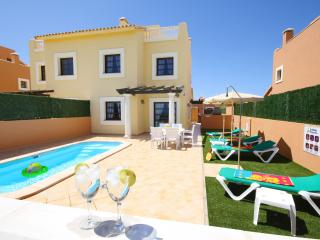 Stylish Golf Villa. Pool, WIFI, Beaches at 5 mins! - Corralejo vacation rentals