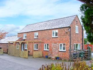 THE COTTAGE, detached cottage, ideal for families, pet-friendly, in Tarvin, near Chester, Ref 21376 - Cheshire vacation rentals