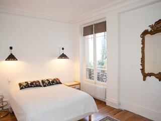 Great and spacious 2 bedroom found in the 4th arrondissement by the river - Paris vacation rentals