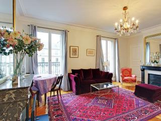 Elegant Studio  Balcony Saint Germain Notre Dame - Paris vacation rentals