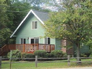 Charming Cottage Beach Access Vacation Rental Lake Winnipesaukee (LAL211Bfp) - Meredith vacation rentals
